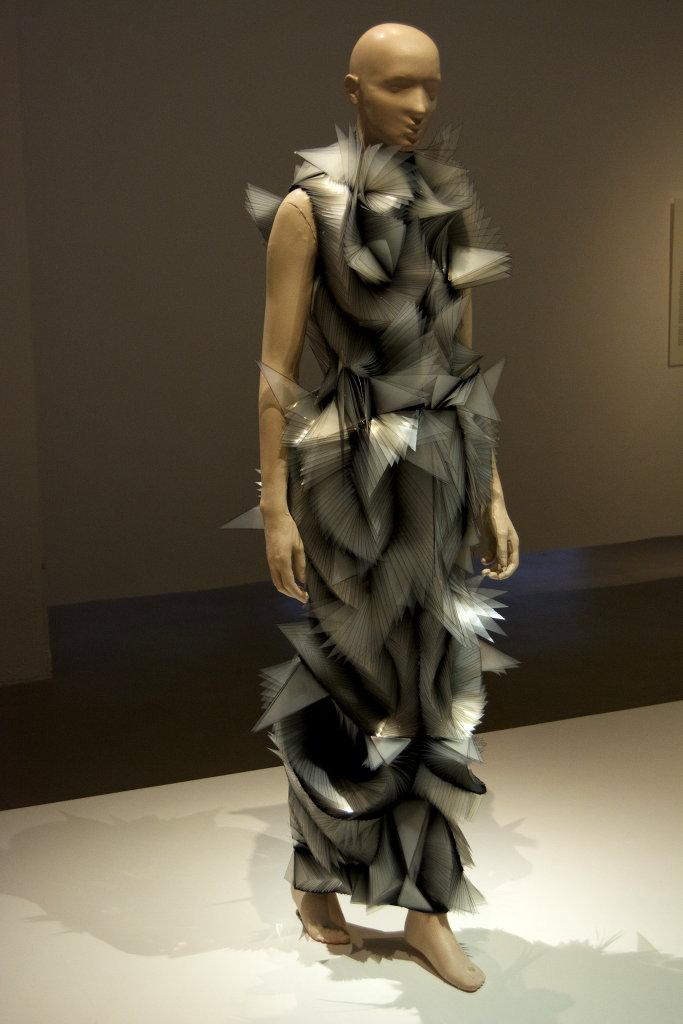 iris-van-herpen-textilmuseet-12-photo-sanjin-dumisic
